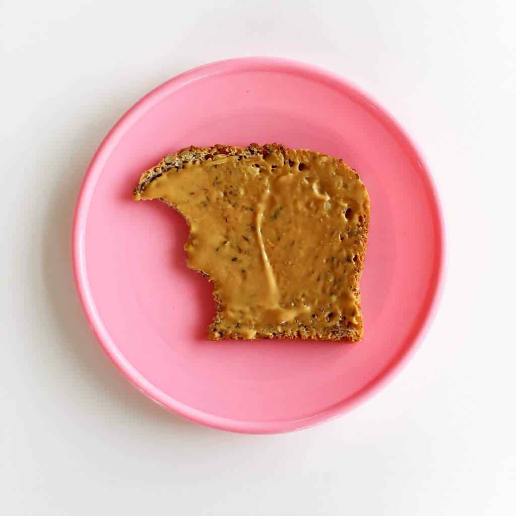 healthy-toast-toppings-peanutbutter