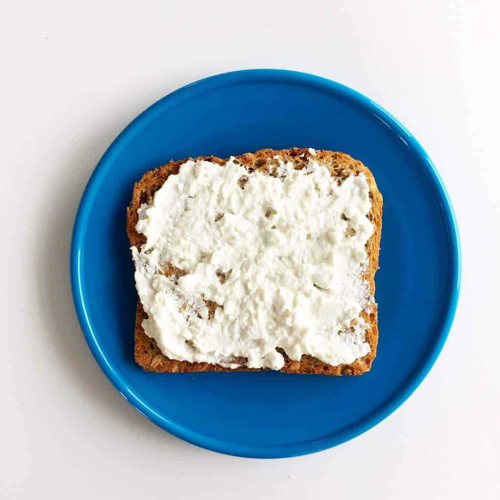 healthy-toast-toppings-cottage-cheese
