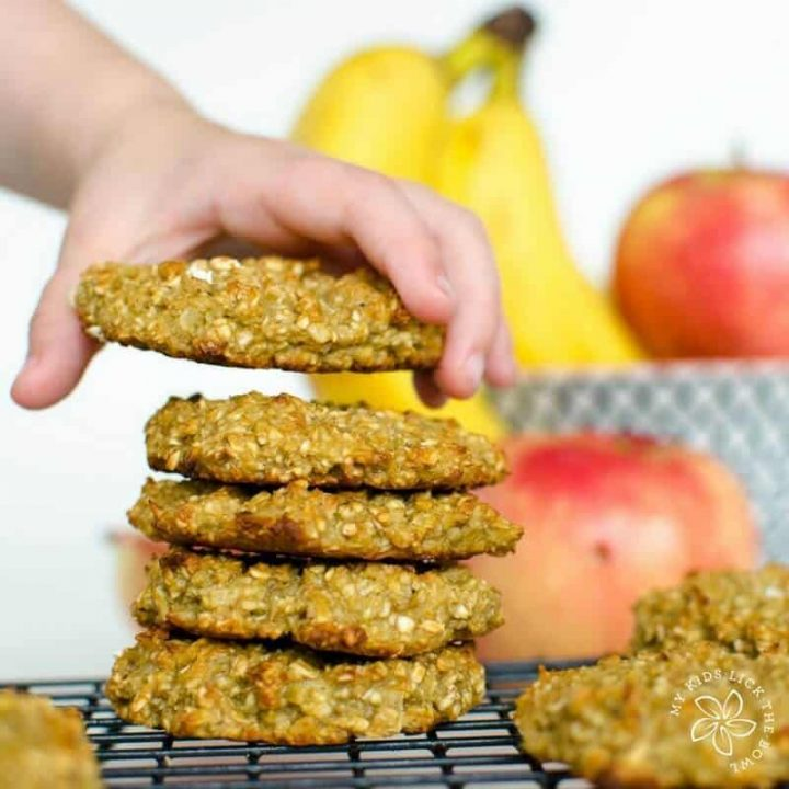 fruit sweetened cookies, easy healthy recipe, banana, apple sauce and oatmeal, wheat free, kid friendly