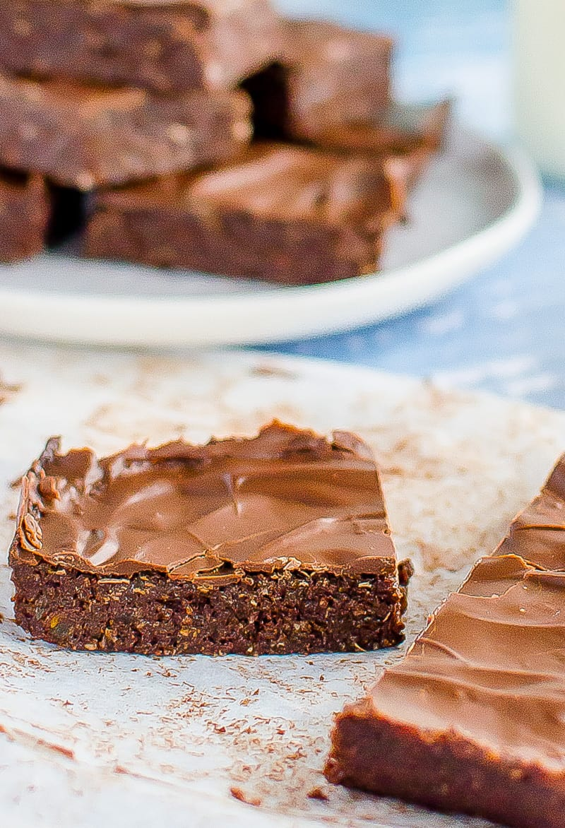 No bake chocolate weetbix slice, easy kid friendly recipe made with weetabix, or wheat biscuit breakfast cereal