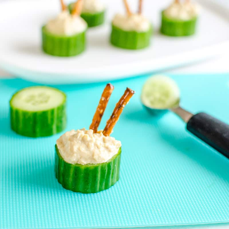 Cucumber hummus cups an easy healthy snack idea for kids, could also be used for appetizers and finger foods #healthysnack #kidsfood