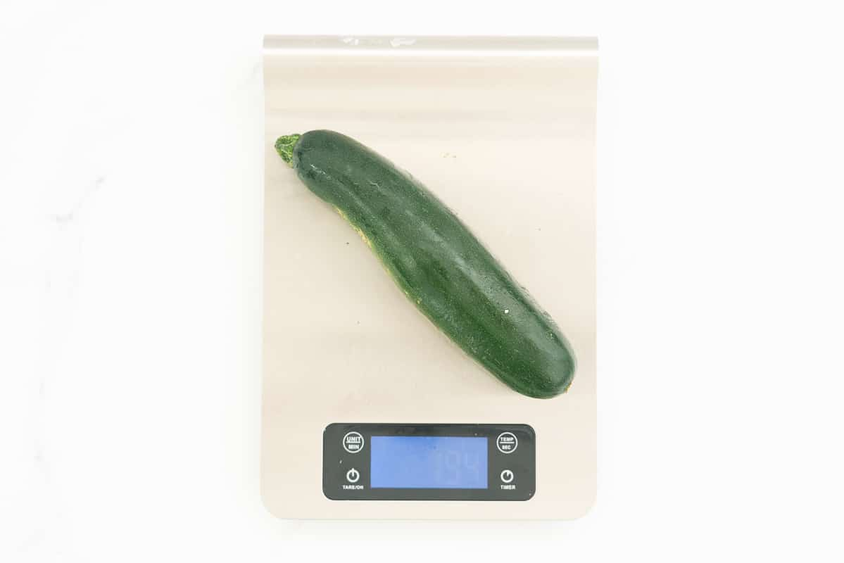 Zucchini on a digital kitchen scale weighing 194g