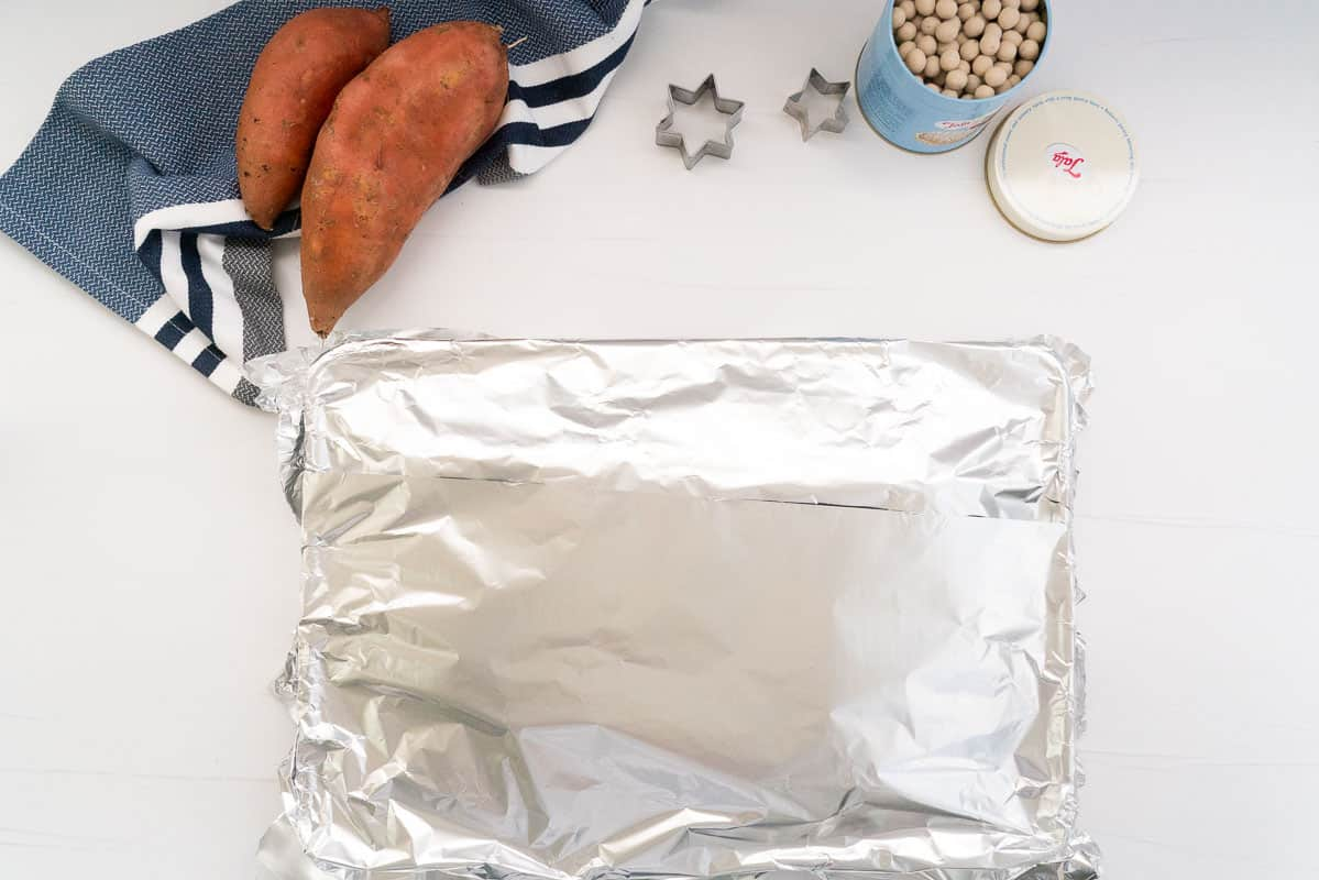A roasting pan covered in tin foil.